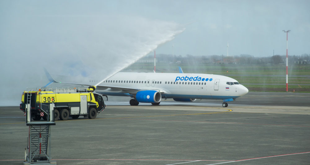 """De brandweer doopt het vliegtuig van """"Pobeda"""""""