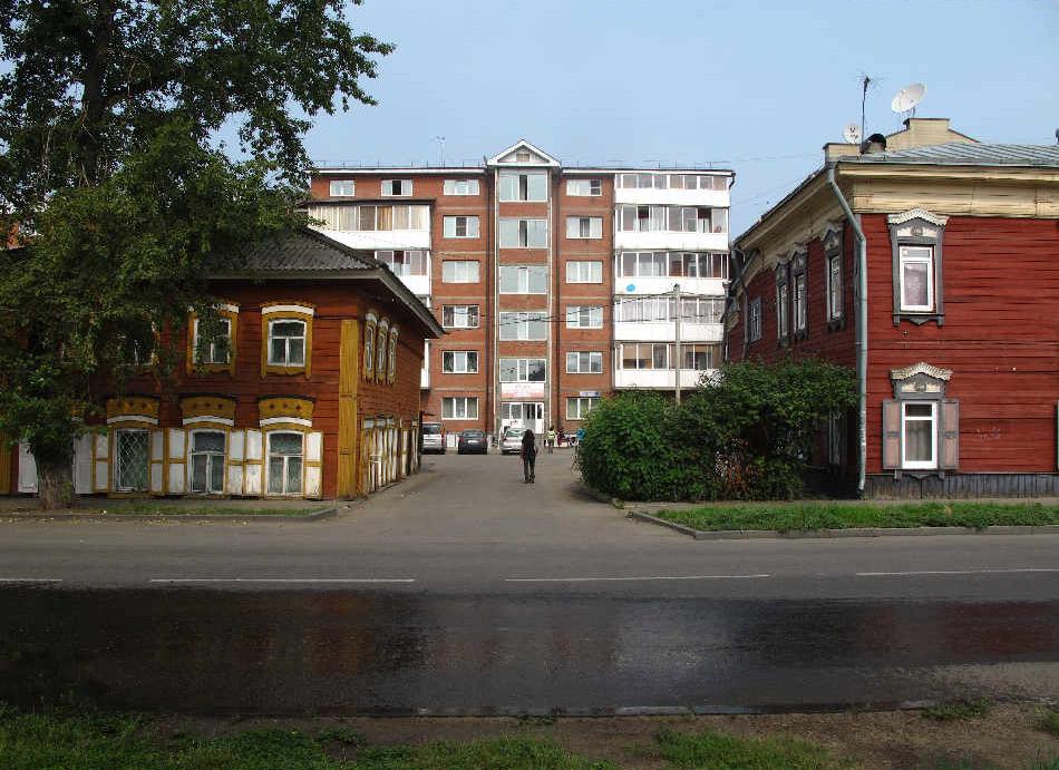 In tegenstelling tot de meeste Russische steden behoudt Irkoetsk authentieke houten gebouwen naast appartementsblokken uit het Sovjet-tijdperk © www.monkeyshrine.com