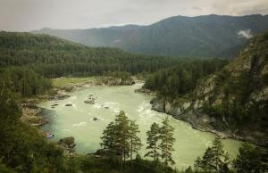 De rivier Katoen in Chemal