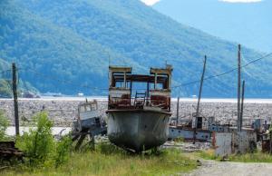 Nabij het stuwmeer van Tsjeremoesjki