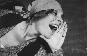 Aleksandr Rodtsjenko, 1925. Dit portret van Lili Brik werd een beroemde Sovjet-reclameposter.