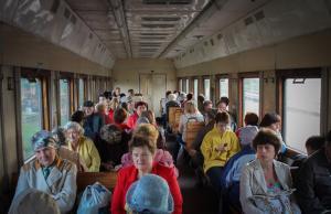 Passagiers in een elektritsjka © www.train-photo.ru