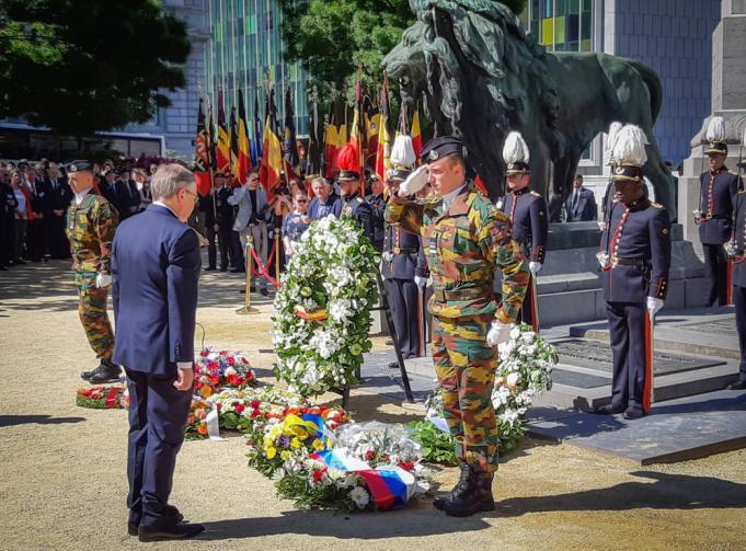 Ambassadeur van Rusland in België, Alexander Tokovinin, bij de neerlegging van bloemenkransen aan het Graf van de Onbekende Soldaat, 8 mei 2018, Congresplein, Brussel © belgium.mid.ru