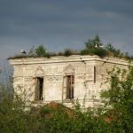 In de dorpjes vindt je heel wat verlaten huisjes, alsook andere gebouwen zoals deze ooit 5-koepelige kerk waar nu een reigerfamilie op woont
