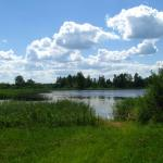 Zeker in de warme zomer zijn de rivieren en meren niet alleen een bron van water en vis, maar ook verfrissing en recreatie
