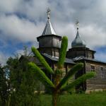 Ook al staan er in de ene dorp half gesloopte kerken van in de Sovjet-tijd, in de andere wordt er weer een nieuwe gebouwd